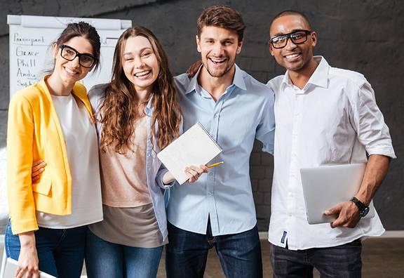 Team junger Leute in einer Firma