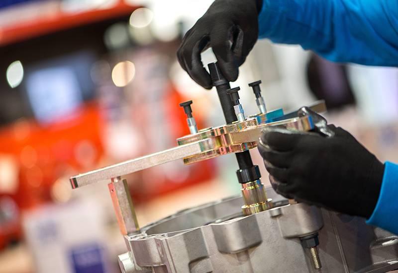 Maschine wird in der Werkstatt repariert